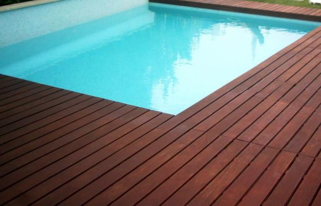 Deck para piscina guia completo e definitivo madeira for Ipe decking vs trex