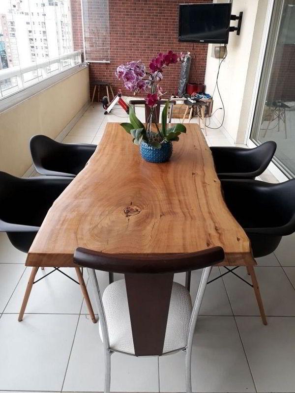 Mesa com madeira Pequi.