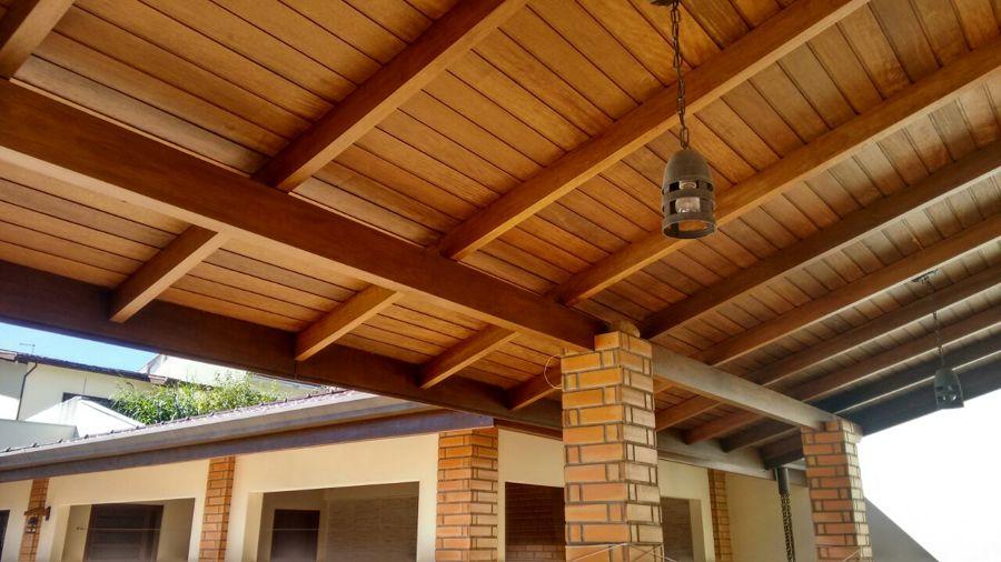 Telhado com madeira pequi